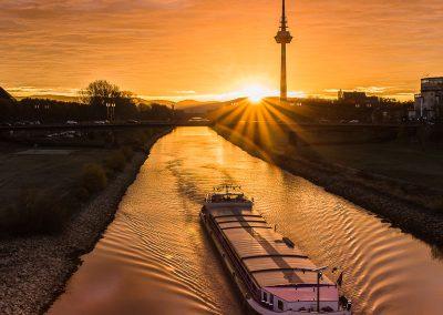 Sonnenaufgang mit Fernmeldeturm (4), Neckarsteg Mannheim
